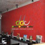 zugraveli-interioare-cafenea-perete-cu-Stucco-relief-efect-metalic